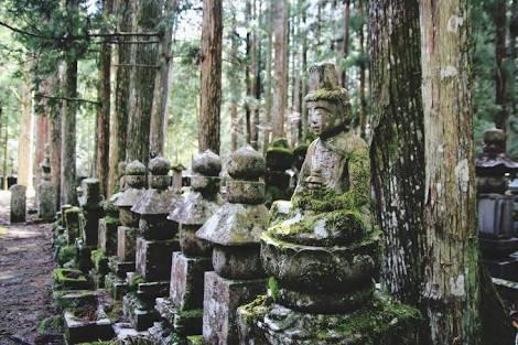 Kuil Okunoin (Koya) - keliling asia - jepang - pengalaman spiritual.jpeg