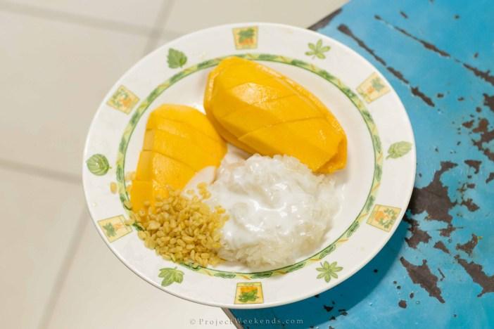 Sukhumvit Soi - keliling asia -thailand - bangkok - mango sticky rice.jpg