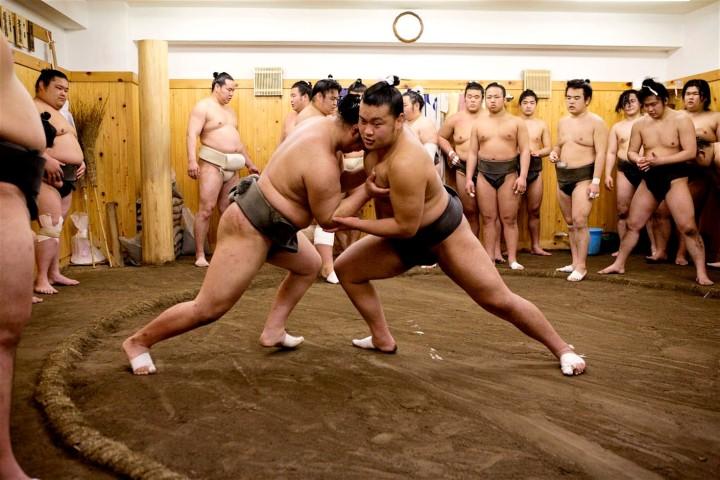 Enam Cara Seru Habiskan Waktu di Jepang - sumo - keliling asia.jpg